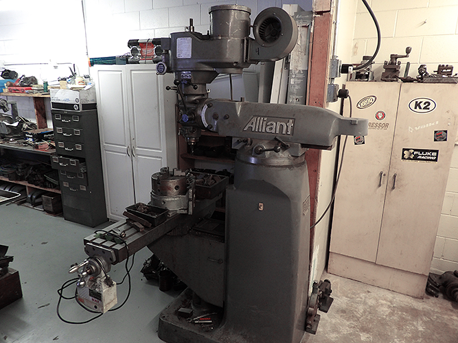 Alliant Vertical Milling Machine Photo